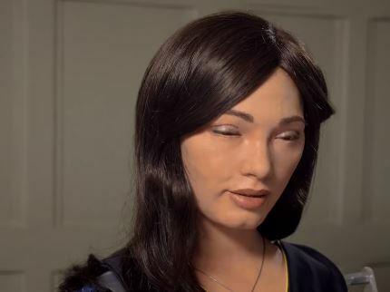Ai-DA, la mujer robot que dibuja retratos